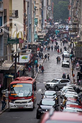 Rua da Praia - oficialmente Rua dos Andradas - durante o inverno   - Porto Alegre - Rio Grande do Sul (RS) - Brasil