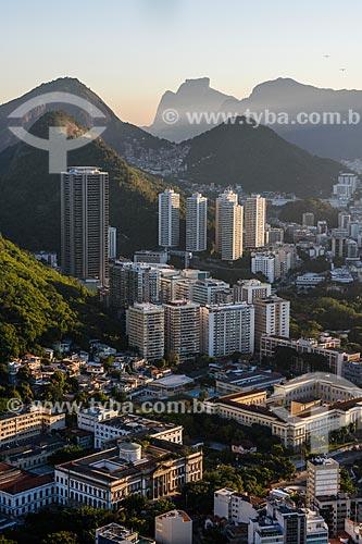 Vista do bairro de Botafogo a partir do Pão de Açúcar com o Shopping Rio Sul e a Pedra da Gávea ao fundo  - Rio de Janeiro - Rio de Janeiro (RJ) - Brasil
