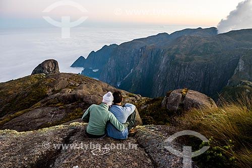 Casal durante a trilha da Pedra do Sino - Parque Nacional da Serra dos Órgãos  - Teresópolis - Rio de Janeiro (RJ) - Brasil