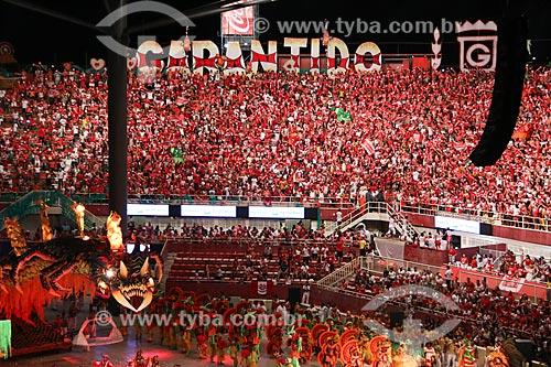 Torcida durante a apresentação do Boi Garantido no Festival de Folclore de Parintins no Centro Cultural e Esportivo Amazonino Mendes (1988) - também conhecido como Bumbódromo  - Parintins - Amazonas (AM) - Brasil