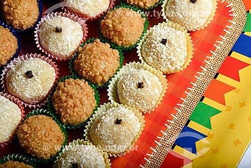 Brigadeiro de Paçoca e Beijinho - Doces típicos da culinária brasileira  - Rio de Janeiro - Rio de Janeiro (RJ) - Brasil