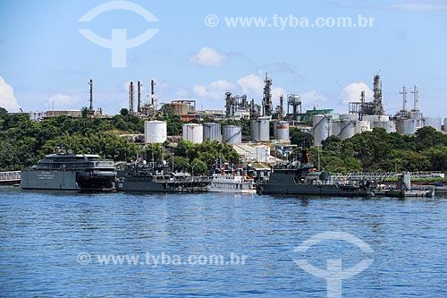 Vista da Refinaria Isaac Sabbá - também conhecida como Refinaria de Manaus (REMAN) - a partir do Rio Negro  - Manaus - Amazonas (AM) - Brasil