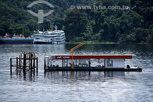Posto de gasolina flutuante no Rio Negro  - Manaus - Amazonas (AM) - Brasil