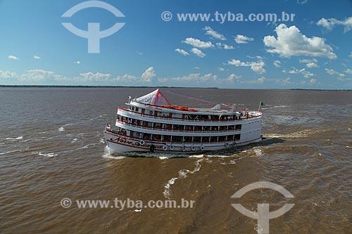 Chalana - embarcação regional - no Rio Amazonas  - Careiro da Várzea - Amazonas (AM) - Brasil