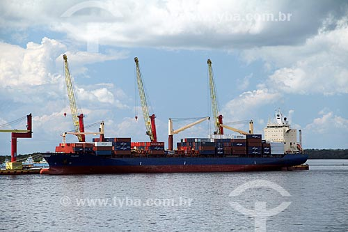 Navio atracado Porto do terminal de contêiner Chibatão  - Manaus - Amazonas (AM) - Brasil
