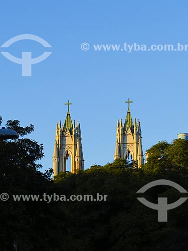 Detalhe das torres da Igreja de São Pedro (1919) durante o amanhecer  - Porto Alegre - Rio Grande do Sul (RS) - Brasil