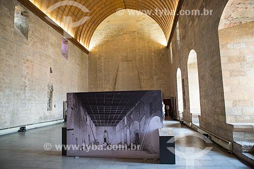 Interior do Le Grand Tinel (O Grande Tinel) - refeiório e sala de banquete no Palais des Papes (Palácio dos Papas) - 1345  - Avignon - Departamento de Vaucluse - França