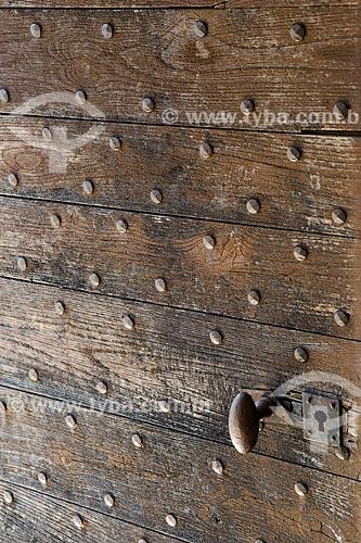 Detalhe de porta de madeira da Abadia de Saint-Hilaire (século VIII)  - Gordes - Departamento de Vaucluse - França