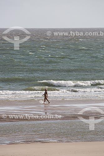 Banhista na Praia do Calhau  - São Luís - Maranhão (MA) - Brasil