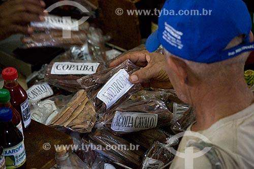 Ervas medicinais - andiroba, copaíba, barbatimão, açoita cavalo - à venda no Mercado Central de São Luís  - São Luís - Maranhão (MA) - Brasil