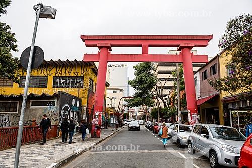 Torii - portão tradicional japonês - na Rua Galvão Bueno  - São Paulo - São Paulo (SP) - Brasil