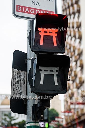 Detalhe de semáforo com decoração oriental no bairro da Liberdade  - São Paulo - São Paulo (SP) - Brasil