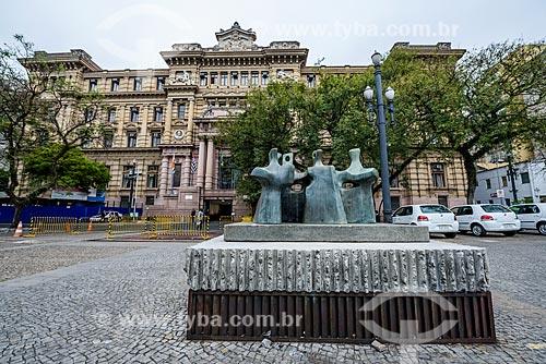 Escultura os pássaros na Praça da Sé com o Tribunal de Justiça do Estado de São Paulo ao fundo  - São Paulo - São Paulo (SP) - Brasil