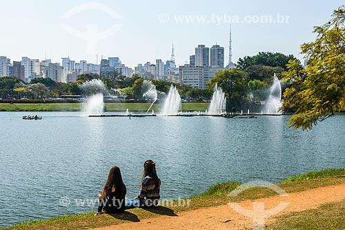Vista às margens do Lago do Ibirapuera com prédios ao fundo  - São Paulo - São Paulo (SP) - Brasil