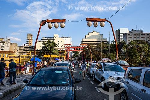 Poste com decoração oriental na Rua Galvão Bueno  - São Paulo - São Paulo (SP) - Brasil