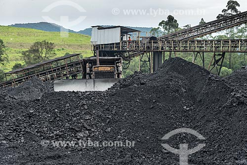 Estoque de carvão bruto - Mina Fontanella - Carbonífera Metropolitana  - Treviso - Santa Catarina (SC) - Brasil