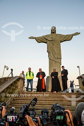 Passagem da Tocha Olímpica pelo Cristo Redentor - Cristo Redentor (1931) - Prefeito Eduardo Paes e Arcebispo Dom Orani Tempesta  - Rio de Janeiro - Rio de Janeiro (RJ) - Brasil
