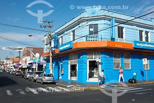 Fachada do Magazine Luiza na esquina das ruas Carlos Ferrari e Sargento Wilson Abel de Oliveira  - Garça - São Paulo (SP) - Brasil