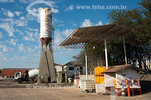 Concreteira (Máquina de fazer concreto) na periferia da cidade  - Garça - São Paulo (SP) - Brasil