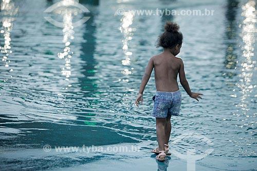 Criança brincando no Parque Madureira  - Rio de Janeiro - Rio de Janeiro (RJ) - Brasil