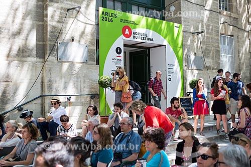 Público no Festival de fotografia Rencontre dArles  - Arles - Departamento de Bocas do Ródano - França