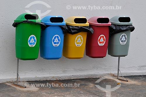 Coletores de lixo reciclável na Avenida José Munia  - São José do Rio Preto - São Paulo (SP) - Brasil