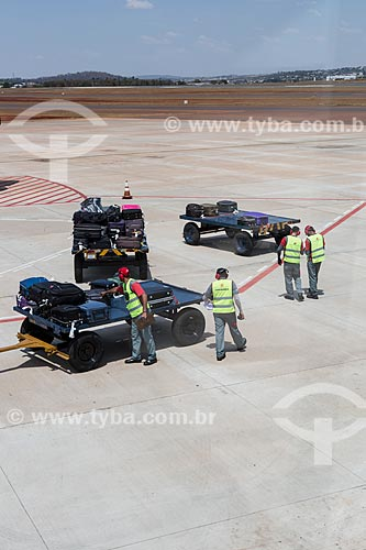 Desembarque de bagagem no Aeroporto Santa Genoveva  - Goiânia - Goiás (GO) - Brasil
