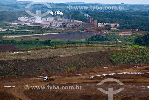Caminhão em mina de fosfato - usado para a produção de fertilizantes  - Araxá - Minas Gerais (MG) - Brasil