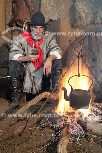 Gaúcho com indumentária típica e chimarrão  - Canela - Rio Grande do Sul (RS) - Brasil