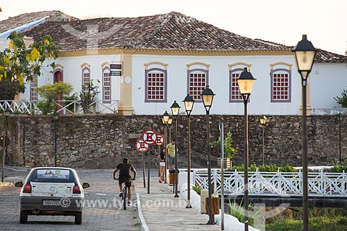 Vista da Avenida Doutor Sebastião Fleury Curado com o casario na cidade de Goiás Velho - hoje abriga o Instituto do Patrimônio Histórico e Artístico Nacional (IPHAN) - ao fundo  - Goiás - Goiás (GO) - Brasil
