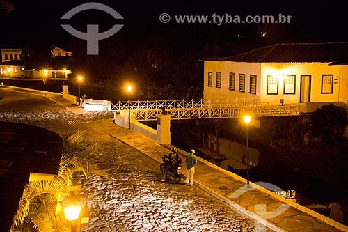 Vista da Avenida Sebastião Fleury Curado durante a noite com Museu Casa de Cora Coralina - casa em que a escritora Cora Coralina viveu  - Goiás - Goiás (GO) - Brasil