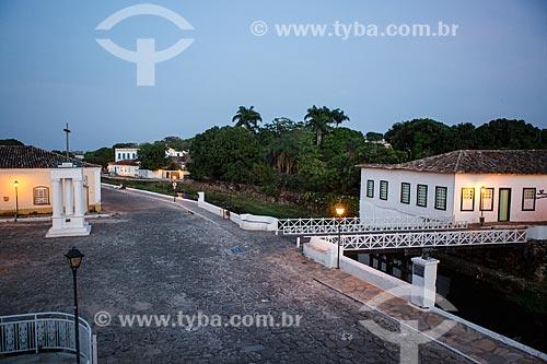 Vista da Avenida Sebastião Fleury Curado com a Cruz do Anhanguera - à esquerda - e com o Museu Casa de Cora Coralina - à direita  - Goiás - Goiás (GO) - Brasil