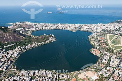 Foto aérea da Lagoa Rodrigo de Freitas com a Praia de Ipanema ao fundo  - Rio de Janeiro - Rio de Janeiro (RJ) - Brasil