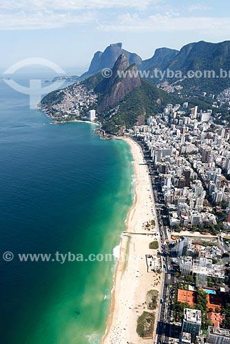 Foto aérea da Praia do Leblon com o Morro Dois Irmãos ao fundo  - Rio de Janeiro - Rio de Janeiro (RJ) - Brasil