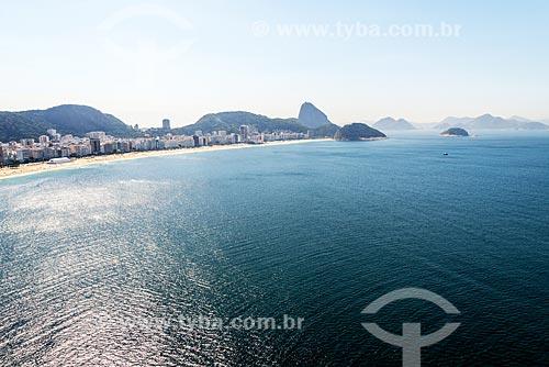 Foto aérea da Praia de Copacabana com o Pão de Açúcar ao fundo  - Rio de Janeiro - Rio de Janeiro (RJ) - Brasil