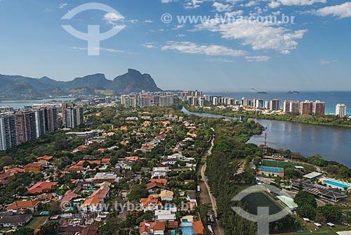 Foto aérea da Lagoa de Marapendi com a Pedra da Gávea ao fundo  - Rio de Janeiro - Rio de Janeiro (RJ) - Brasil