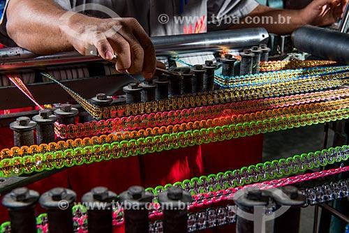 Detalhe de fabricação de aviamentos para o carnaval na fábrica Hak - Polo Industrial de roupa íntima de Nova Fribrugo  - Nova Friburgo - Rio de Janeiro (RJ) - Brasil