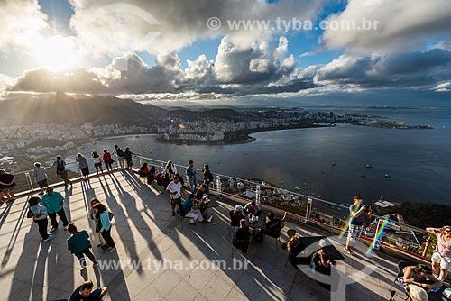 Turistas no mirante do Pão de Açúcar  - Rio de Janeiro - Rio de Janeiro (RJ) - Brasil