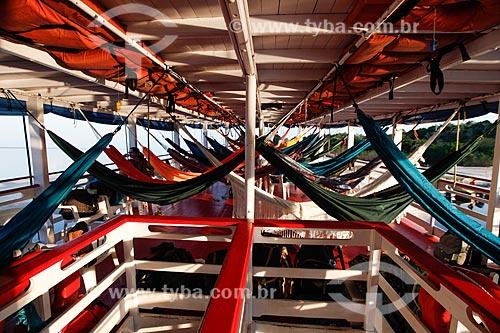 Redes no convés de chalana - embarcação regional - no Rio Negro  - Manaus - Amazonas (AM) - Brasil