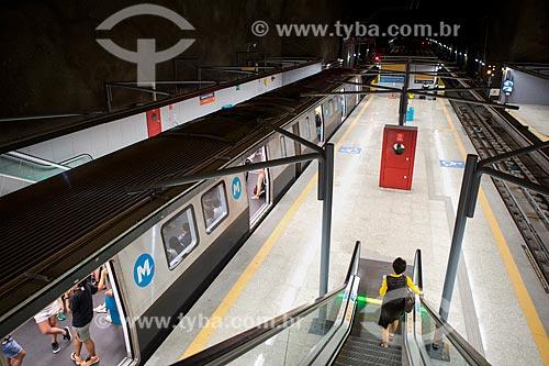 Passageiros no Metrô Linha 4 - Estação General Osório  - Rio de Janeiro - Rio de Janeiro (RJ) - Brasil