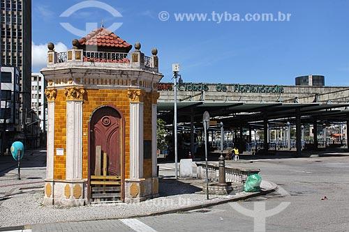 Conjunto do Castelinho (1916) - antiga estação de elevação mecânica para bombear o esgoto da cidade para o mar - com o Terminal Cidade de Florianópolis ao fundo  - Florianópolis - Santa Catarina (SC) - Brasil