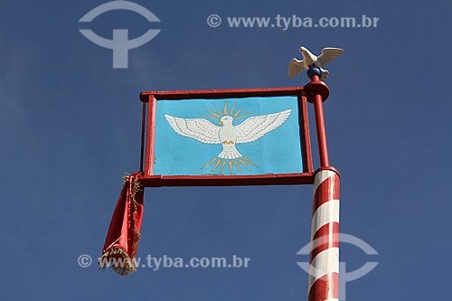 Bandeira do Divino próximo à Igreja de Nossa Senhora dos Remédios (1873)  - Paraty - Rio de Janeiro (RJ) - Brasil