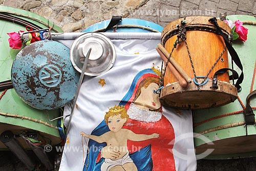 Detalhe de tambor e estandarte durante a Festa de São Benedito  - Aparecida - São Paulo (SP) - Brasil