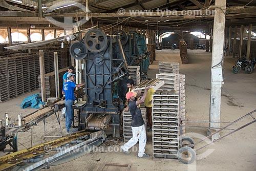 Fabricação de telhas na olaria Cerâmica Goiana  - Ourilândia do Norte - Pará (PA) - Brasil