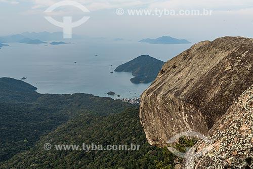 Topo do Pico do Papagaio com a Baía de Ilha Grande ao fundo  - Angra dos Reis - Rio de Janeiro (RJ) - Brasil