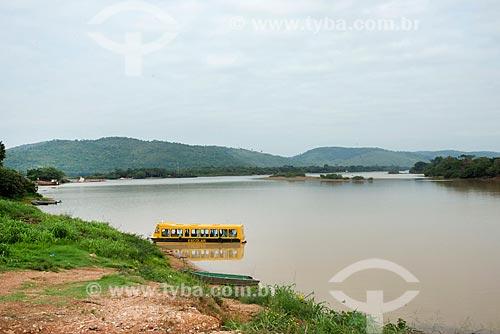 Barco Escolar ancorado próximo ao encontro das águas do Rio Fresco e Rio Xingu  - São Félix do Xingu - Pará (PA) - Brasil