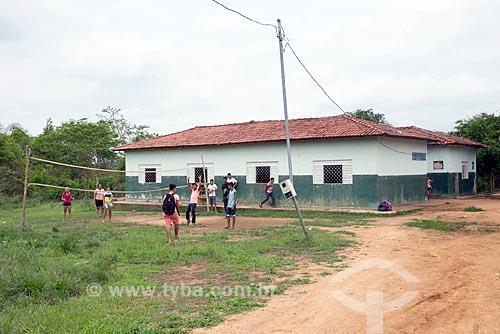 Alunos brincando na Escola Municipal de Ensino Fundamental Maria Carolina de Jesus próximo ao Km 38 da Rodovia PA-279  - Tucumã - Pará (PA) - Brasil