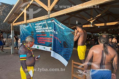 Feira de troca de sementes na Aldeia Moikarakô - Terra Indígena Kayapó - com a participação de outras tribos e etnias  - São Félix do Xingu - Pará (PA) - Brasil
