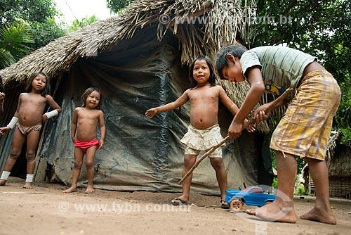 Crianças brincado na Aldeia Moikarakô - Terra Indígena Kayapó  - São Félix do Xingu - Pará (PA) - Brasil