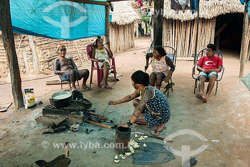 Família na Aldeia Moikarakô - Terra Indígena Kayapó  - São Félix do Xingu - Pará (PA) - Brasil